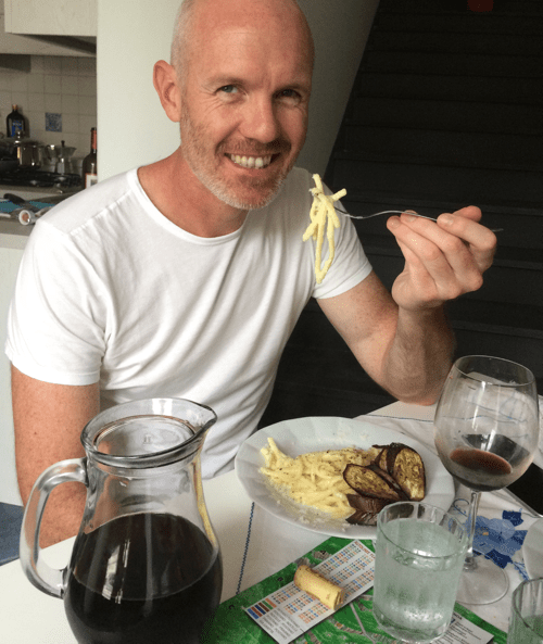 Damien in Positano eating Cacio e Pepe